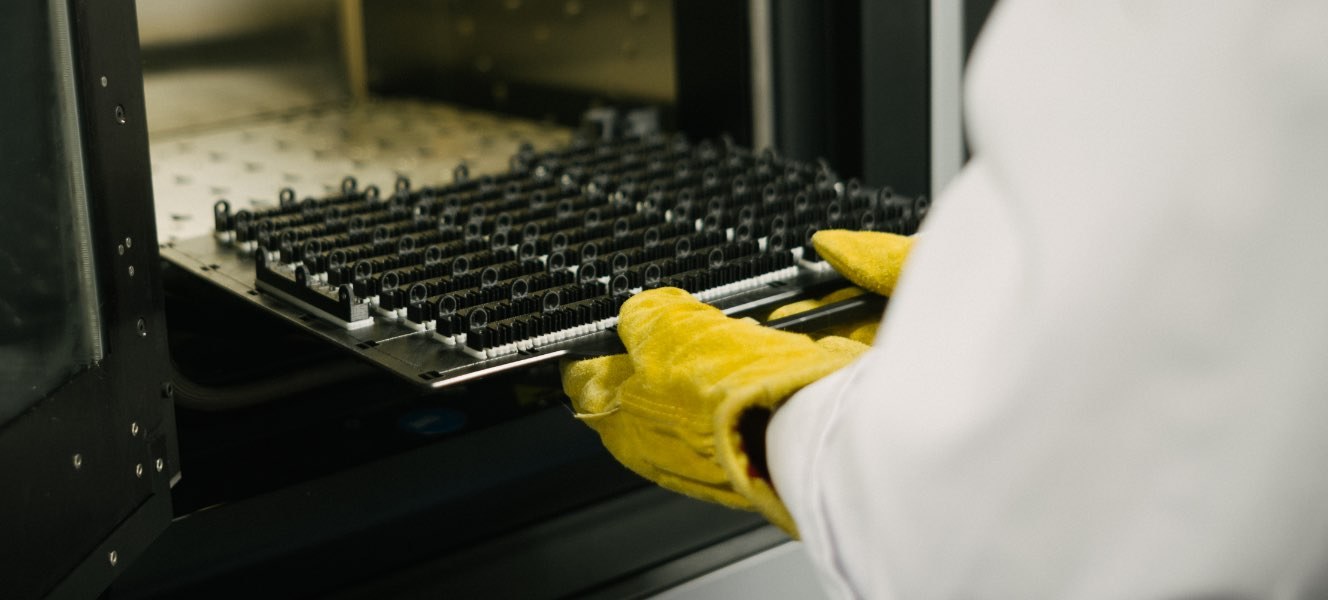 additive_manufacturing_tablet@2x